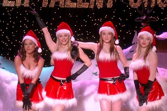 Dança de Natal, do filme Mean Girls, interpretada por Gretchen, Regina, Cady e Karen, respetivamente, da esquerda para a direita