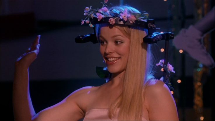 regina george de mean girls a acenar no baile de finalistas